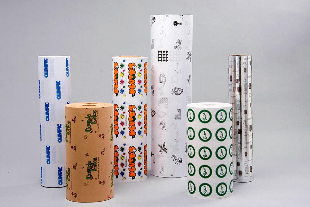 Bobinas de papel impreso en diferentes variedades