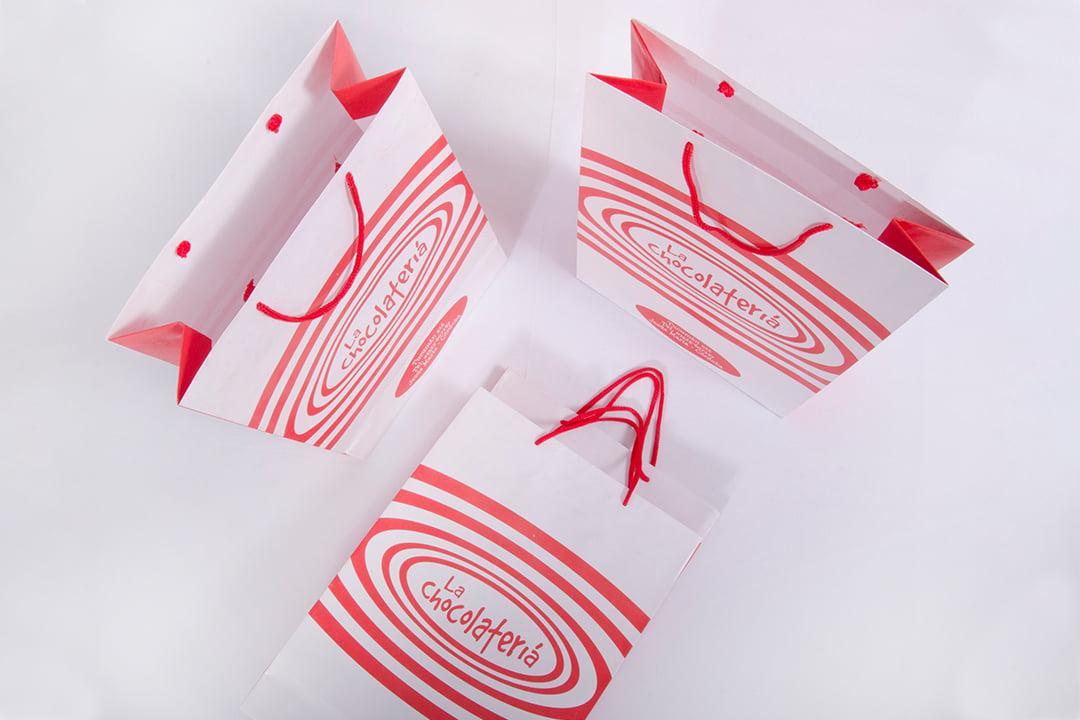 Composición de tres bolsas con manijas